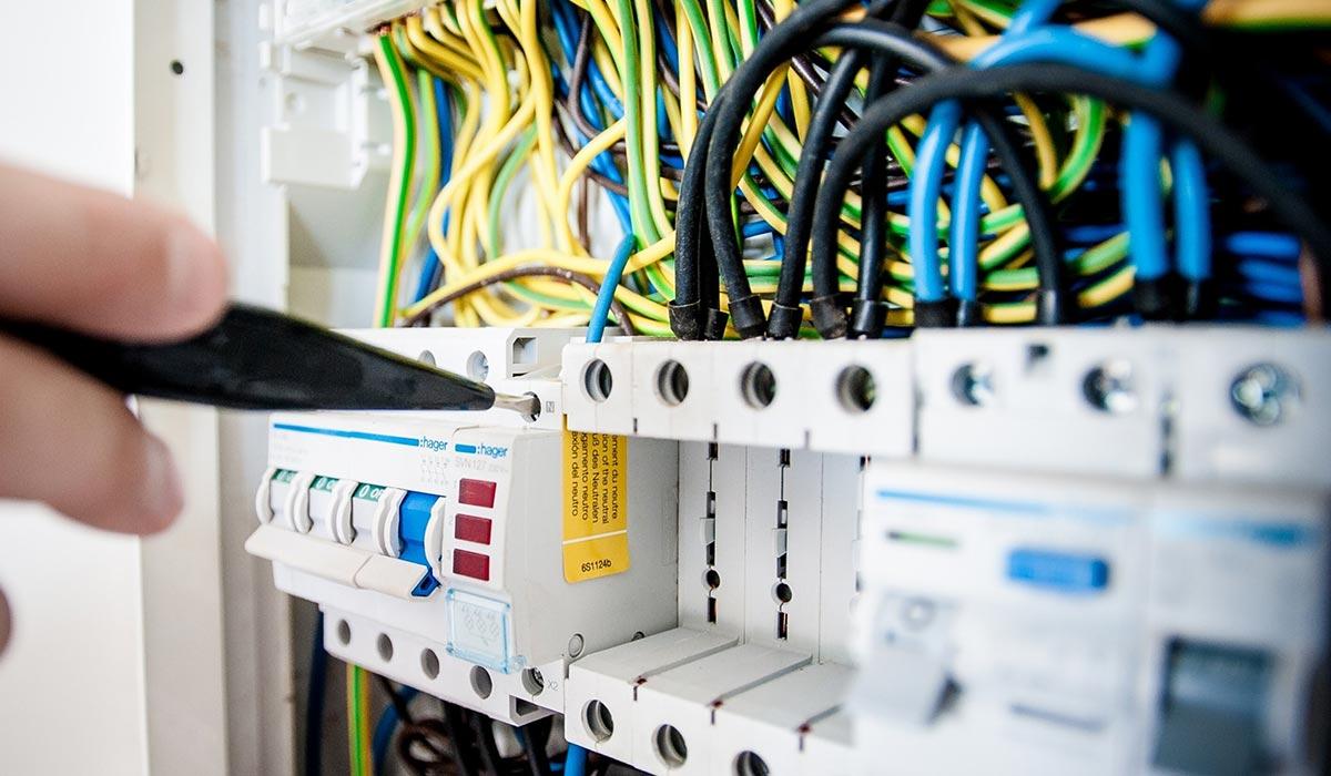 branchen-vorlagen-kubuni-einfachster-design-editor-der-welt-design-gestaltung-branche-elektriker-elektro